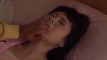 Худенькая шлюха запустила в вульву пенис после оральных ласк