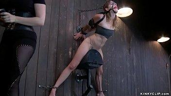 Yoha galvez ебет свою половую щелочку резиновым хуем от секс автомобиля