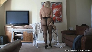 Чувак перед любительской камерой возбудил подружку до сквирта
