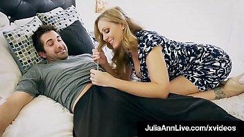 Джина валентина с маленькими сисяндрами дает приятелю в мохнатую киску