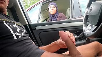 Телка пишет на камеру мастурбацию писи в машине
