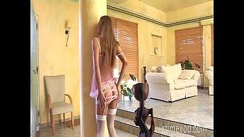 Мудрая домохозяйка сладострастно кувыркается с молодым факером