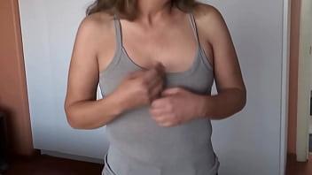 Белый товарищ и метиска практикуют оральные ласки и секс