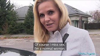 Развратная женушка устроила тройничок с очаровательной проституткой и мужчиной