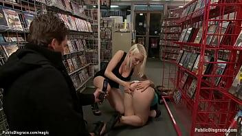 Юный юноша обучается заниматься трахом и устраивает мамке вагинальный фистинг